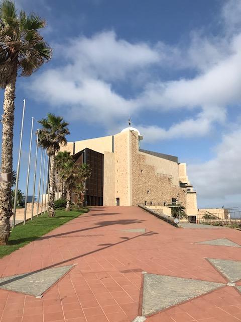 Von außen erinnert das Auditorium eher an eine Festung, innen begeistert der Klang Opern- wie Schlagerfans.
